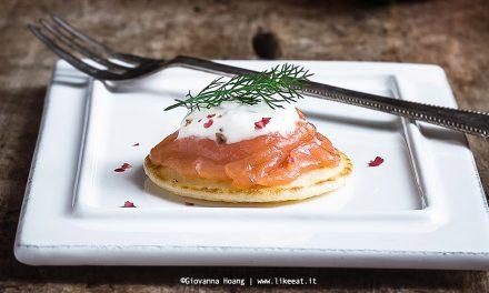 Blinis al salmone affumicatocon salsa allo yogurt