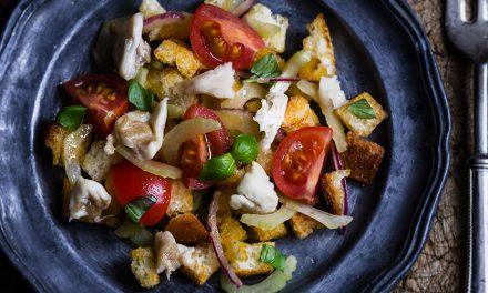 Panzanella croccante al salmerino marinato