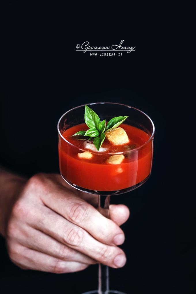 Zuppa di pomodori arrostiti e pop corn di parmigiano