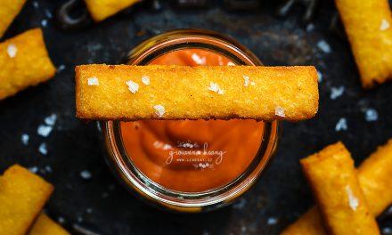 Stick di polenta al Grana Padano con salsa di pomodorini arrostiti