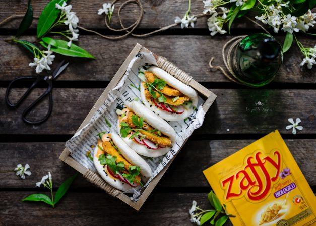 Bao sandwich con pollo fritto allo zafferano
