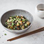 Riso di cavolfiore con tofu e verdure al miso