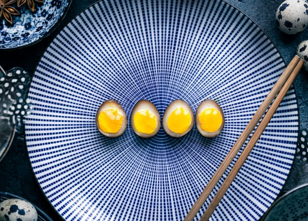Ramen egg con marinatura al caramello