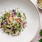Thai noodles salad con salsa di arachidi