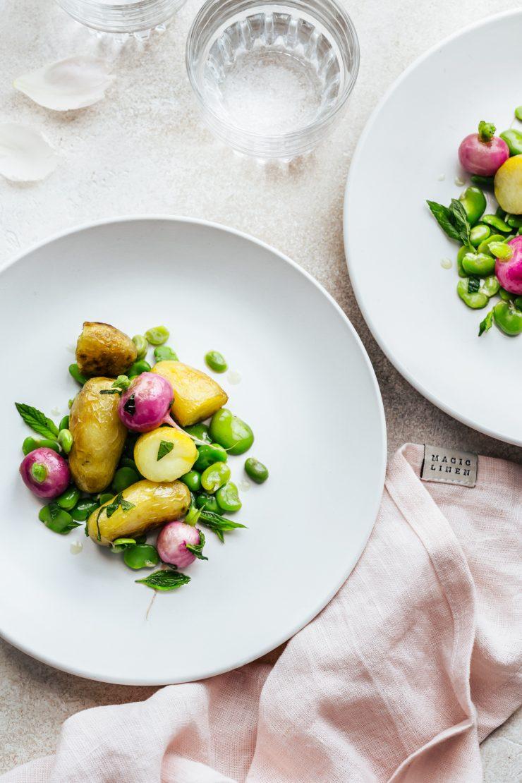 patate novelle al cartoccio con fave e rapanelli